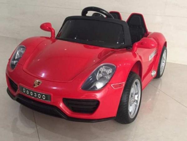 Электромобиль RiverToys Porshe O003OO VIP с дистанционным управлением, красный