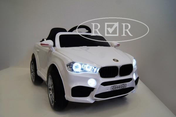 Электромобиль RiverToys BMW O006OO VIP с дистанционным управлением, белый