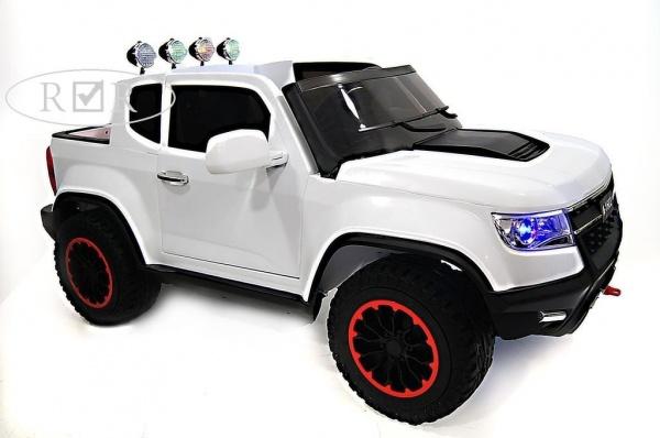 Электромобиль RiverToys Chevrole X111XX с дистанционным управлением, белый